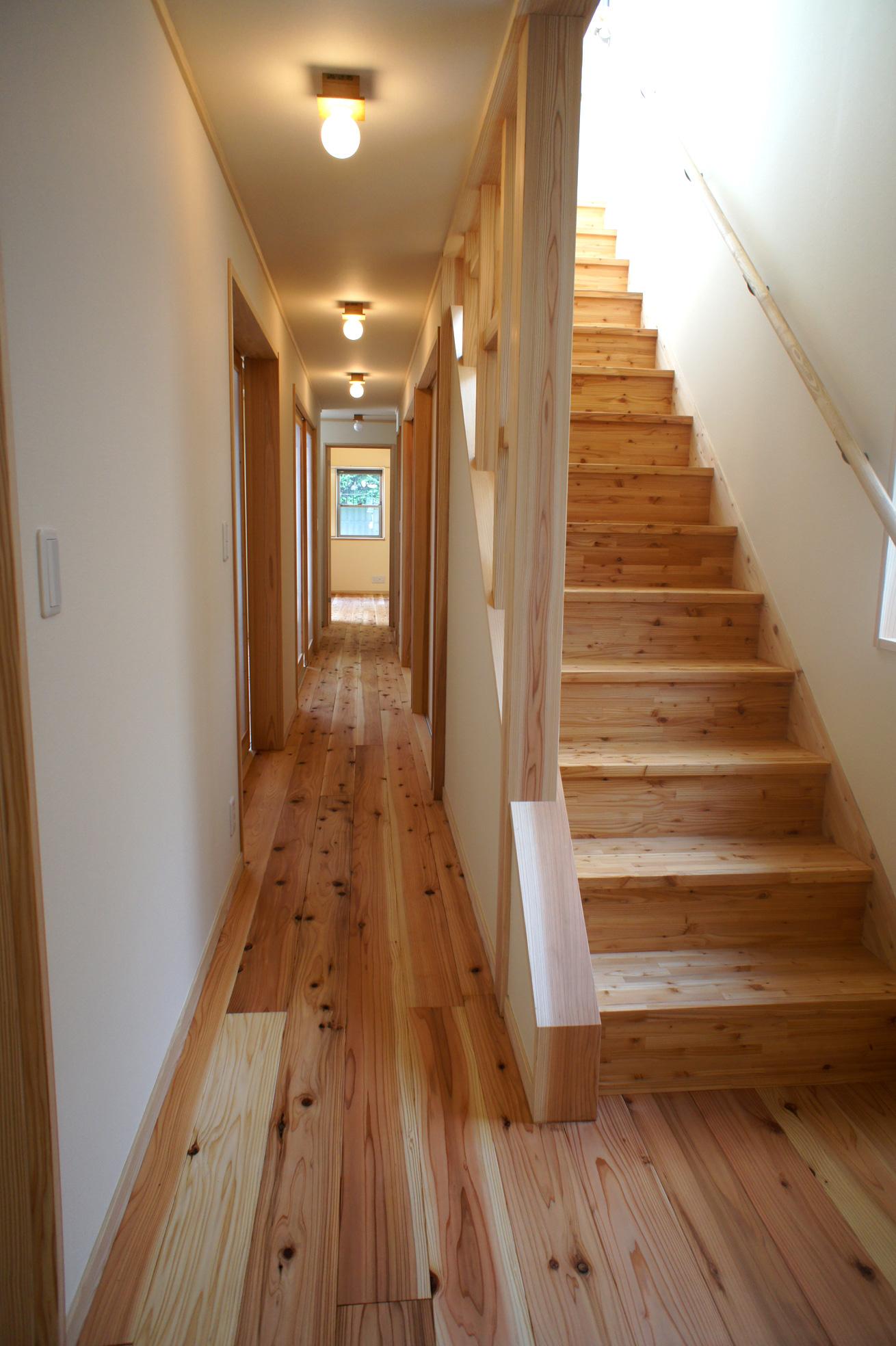1F廊下と階段
