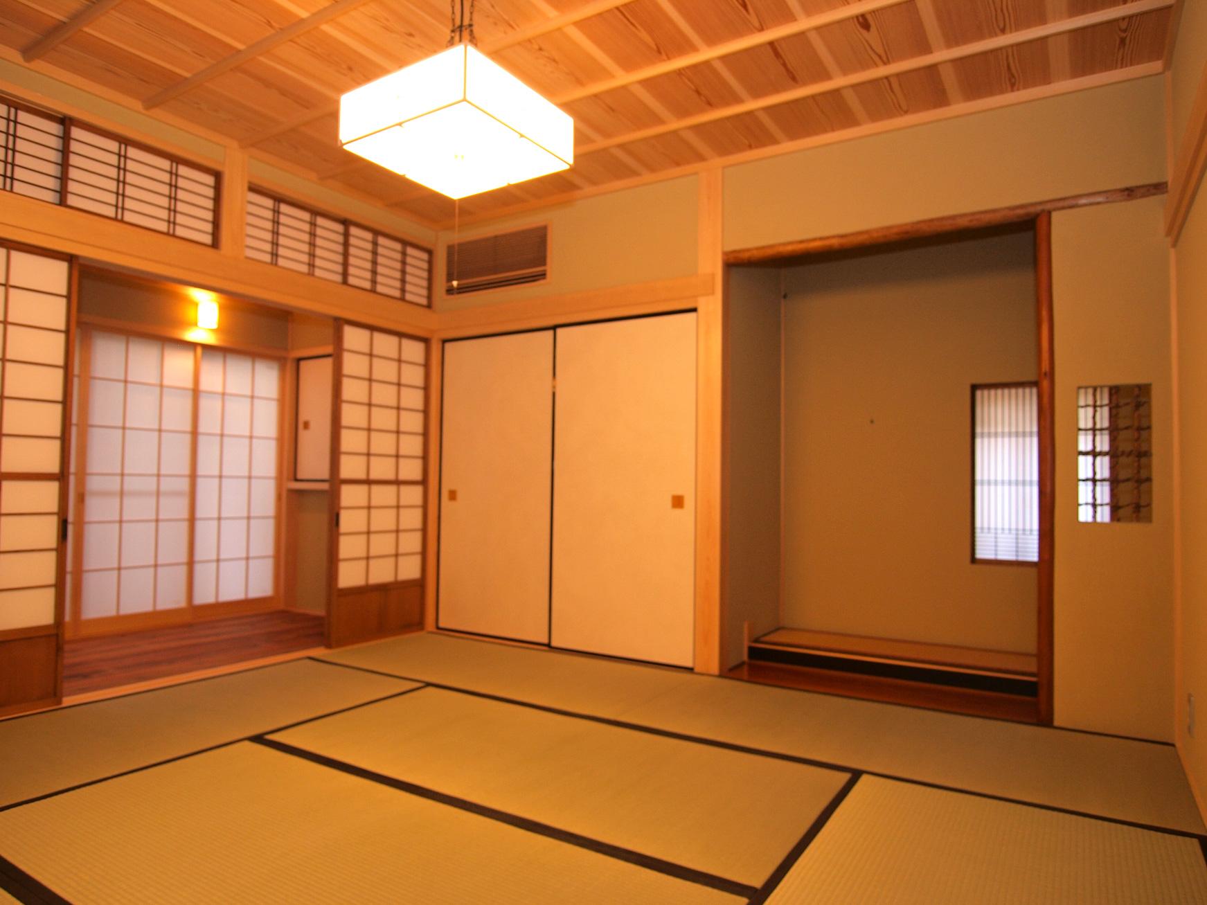 建具を再利用した和室。思い出と新しさが同居する部屋