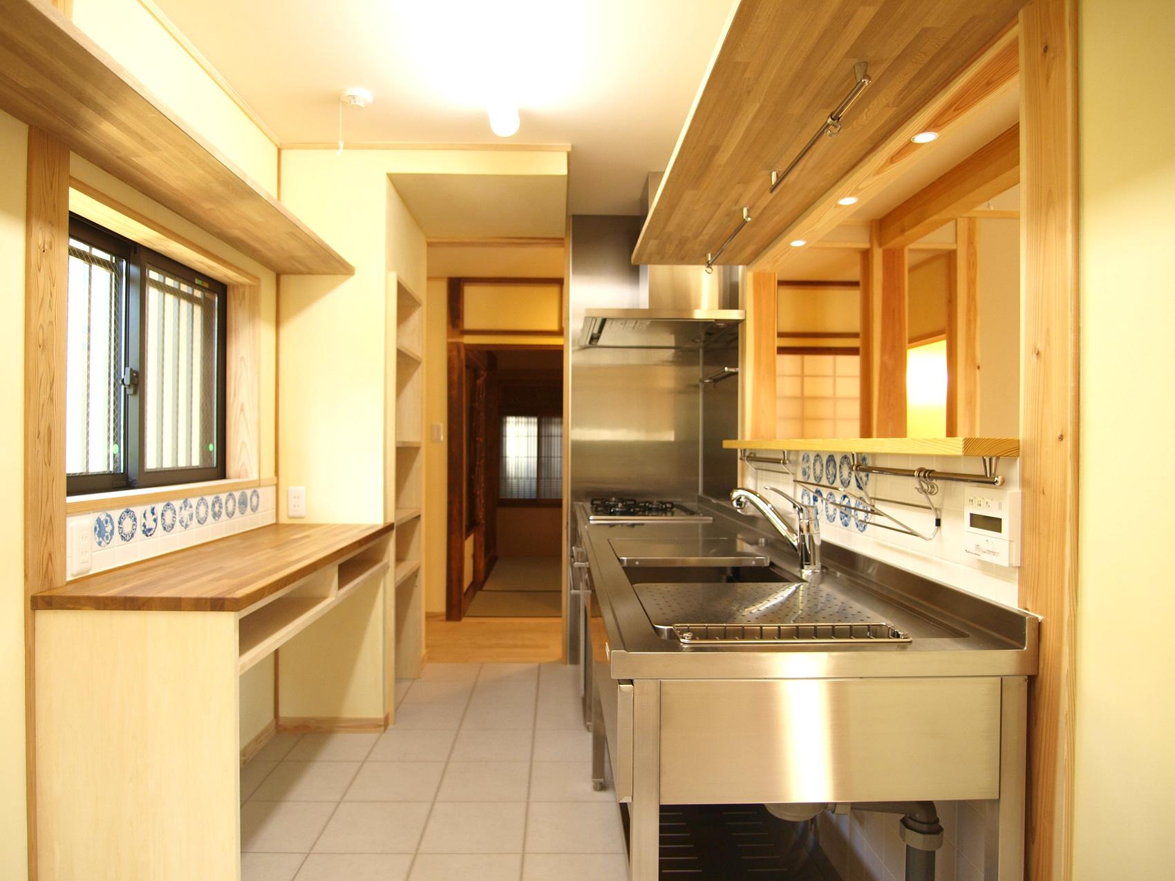 業務用機材を採用したキッチン